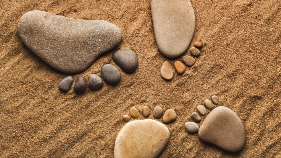 Rocks-Stones-Pebbles-Feet-Legs-Sand-Hang-Bokek-Mood-Zen-High-Resolution-Wallpaper-1920x1080